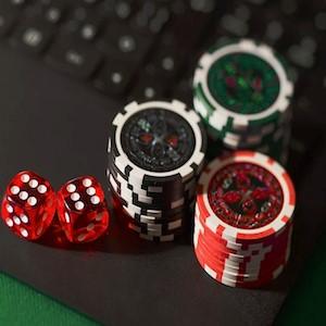 Argentina detiene licencias a casinos online